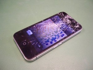 Разбитое стекло iPhone 4