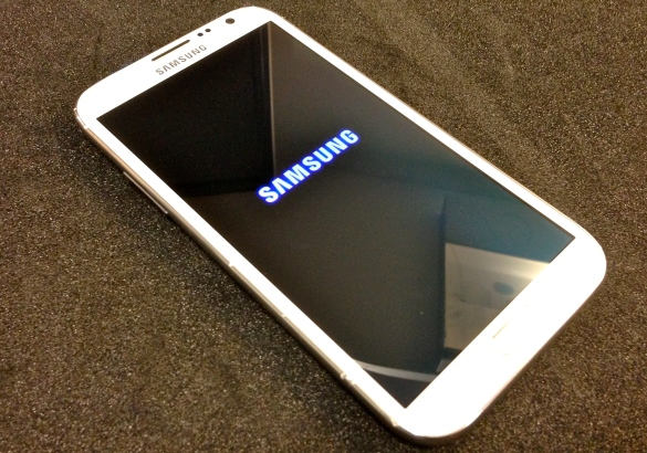 Samsung Note II Repair, Broken Samsung Note II, Samsung Note II repair center, Samsung Note II cracked glass,Damaged Samsung Note II with a cracked front glass.