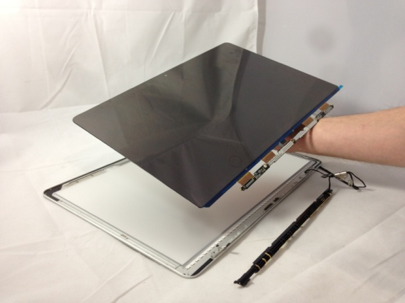 Notice that the glass is fused to the LCD.  This is a huge difference over the previous version Unibody MacBook!