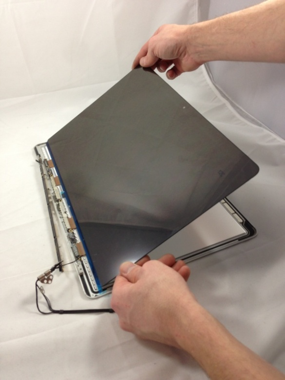 """Stripping the 15"""" Retina Screen from the frame of a MacBook...."""