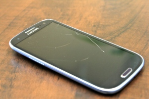 broken GS3, cracked Galaxy S III screen
