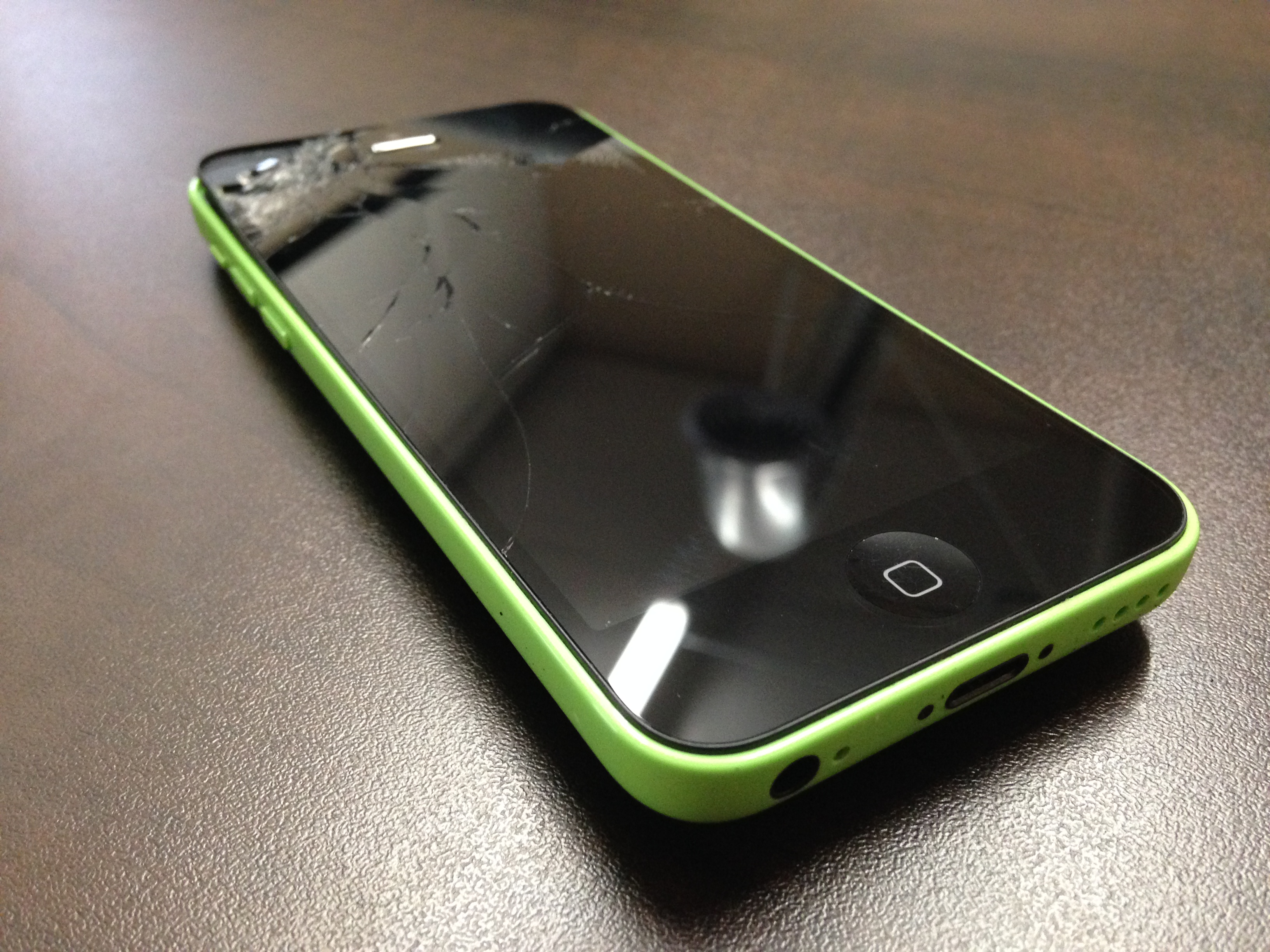 iphone 5c cracked screen mission repair broken iphone 5c screen we repair 1794