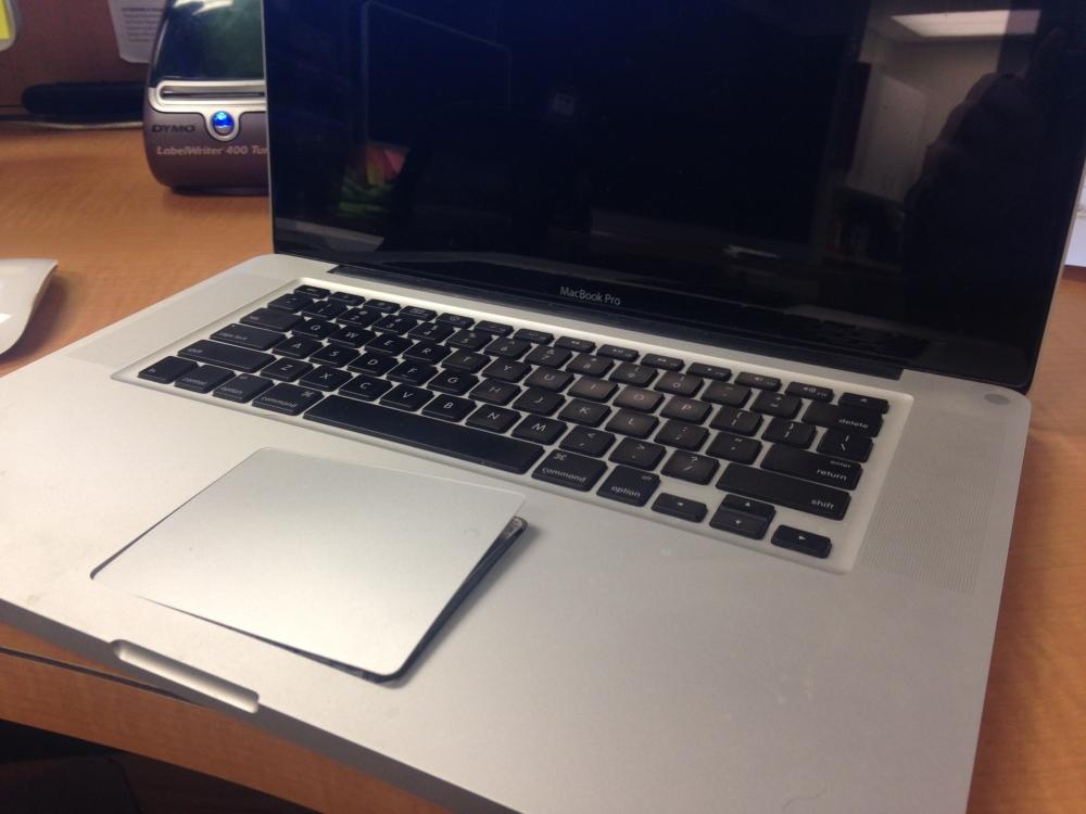 Macbook Pro swollen battery - it's not a myth! (1/2)